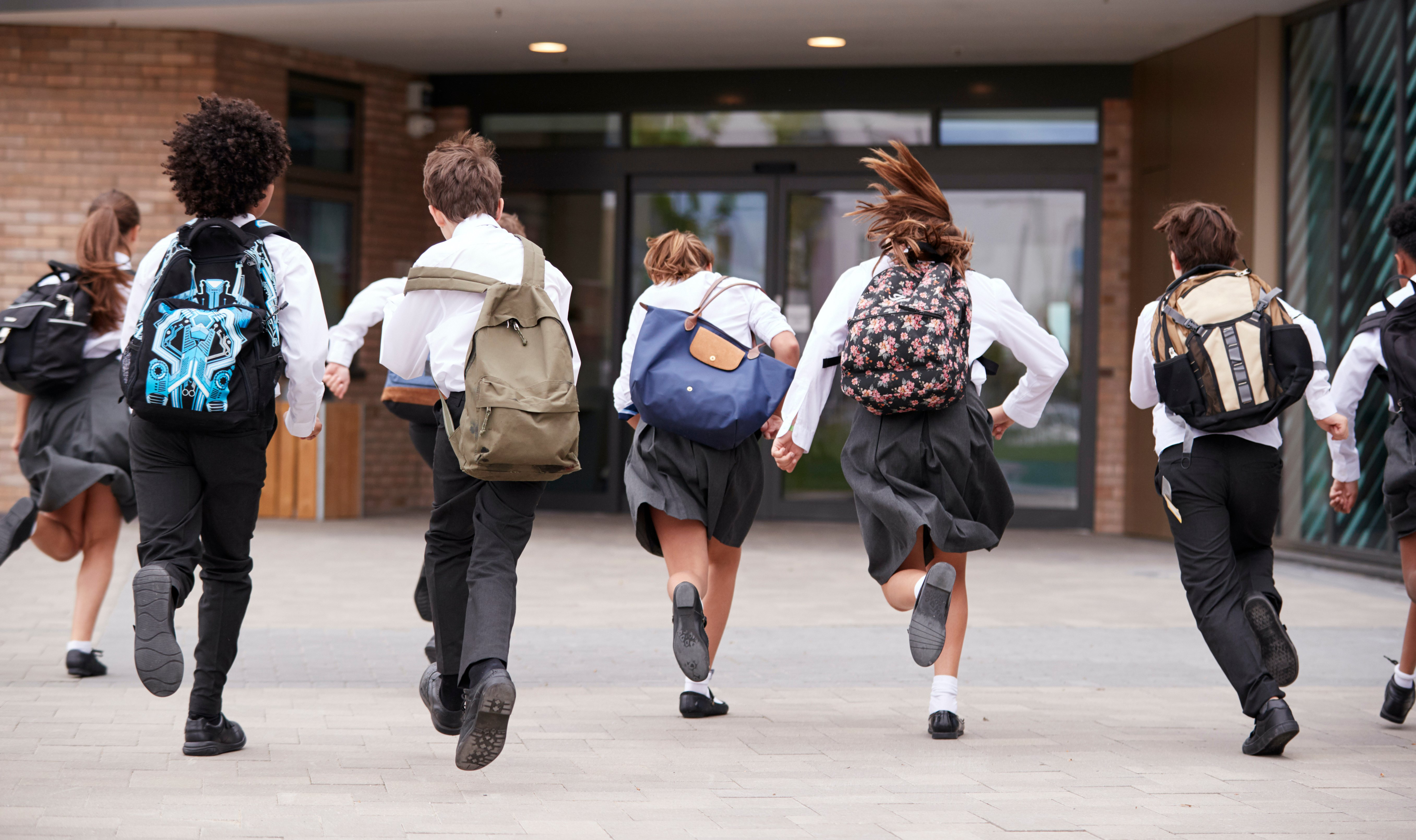 group-of-high-school-students-wearing-uniform-runn-S3R6EAG-1