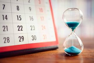 hourglass-and-calendar-P2RLZCY-1
